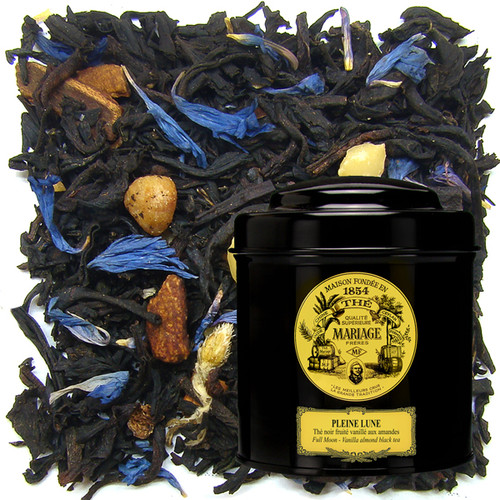 The splendour of a « Full Moon ».   Inspired by that heavenly body and the realm of dreams, this poetic blend combines fragrances evoking the feast of the full moon: fruits, rare spices, and the sweet taste of honey.   A true moonbeam.