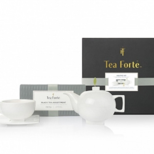 For the traditionalist, with a contemporary sparkle. The classic tea service updated with modern, square forms. Includes one Black Tea Assortment Petite Presentation Box (10 infusers), one Solstice porcelain teapot and one Solstice teacup and saucer.  The Solstice Gift Set includes:  Black Tea Assortment Petite Presentation Box Solstice teapot & lid One solstice teacup and square saucer