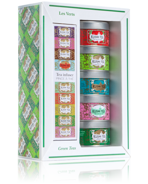 The Green Teas Assortment with tea infuser is ideal to discover Kusmi's green tea blends, or to give them as a gift. You will love Strawberry green tea for its sweetness, Rose green tea will win you over with its delicate aroma, Spearmint green tea will delight you with its refreshing flavour, Ginger-lemon green tea is perfect for those who love tangy, lightly spiced flavours and finally Imperial Label will indulge you with its subtle blend of orange, cinnamon and liquorice.