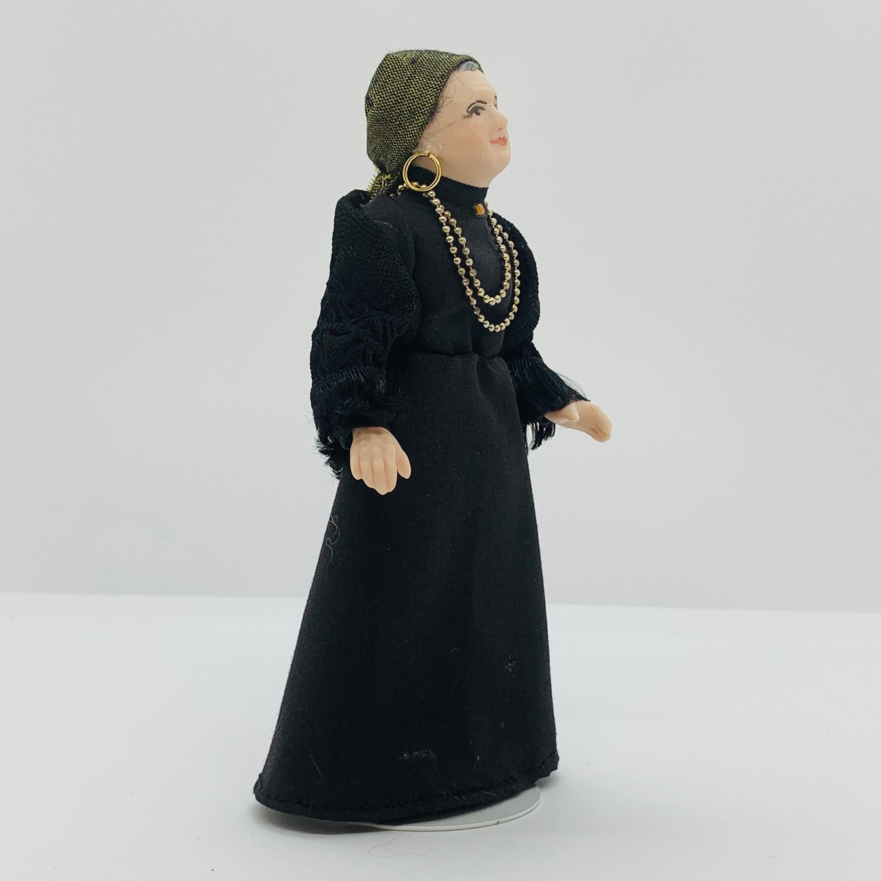Dollhouse Miniature Fortune Teller, Female (CDD2041)