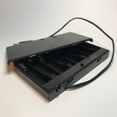 Open battery holder/pack with lead plug