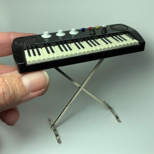Electronic Keyboard on Steel Stand