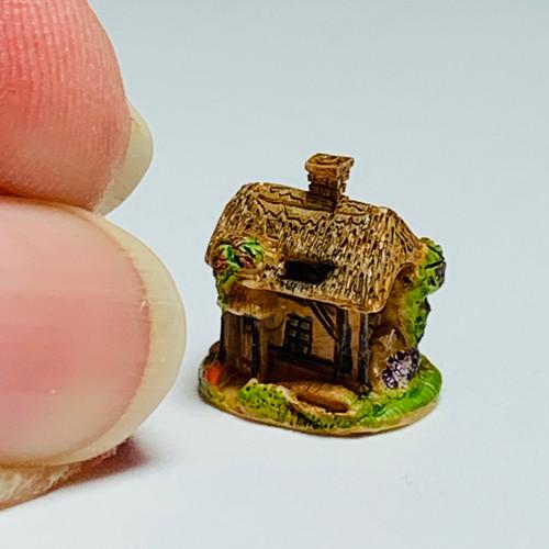 Tiny Cottage Sculpture (FCA4327)