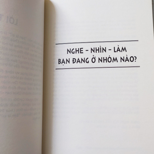 Sách Bạn Là Ai? - KG-XT-49