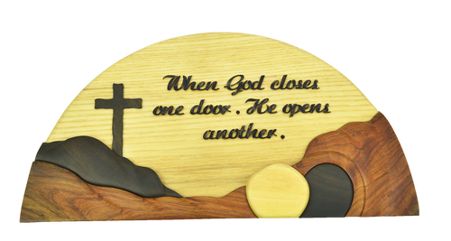 Gỗ Trang Trí Treo Tường - Khung Tròn - When God Closes One Door, He Opens Another - DG-01-17
