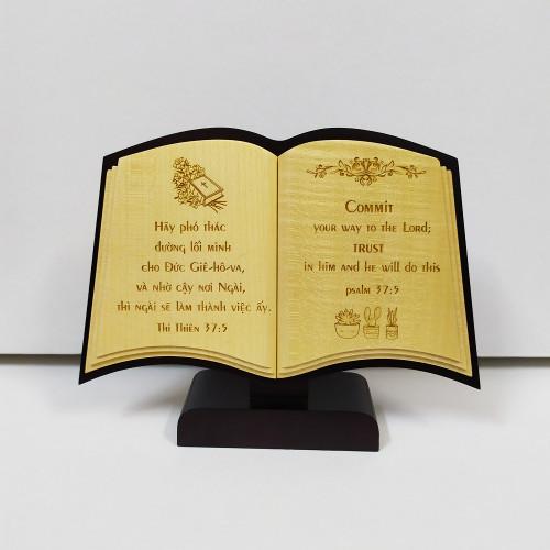 Quyển Sách Gỗ Để Bàn - Thi-thiên 37:5 - DG-1818