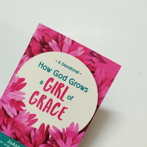 Sách How God Grows a Girl of Grace: A Devotional - Tiếng Anh - SA-1924