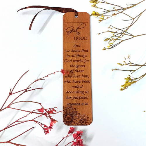 Bookmark Gỗ lớn - God is good Na-hum 1:7 Tiếng Anh