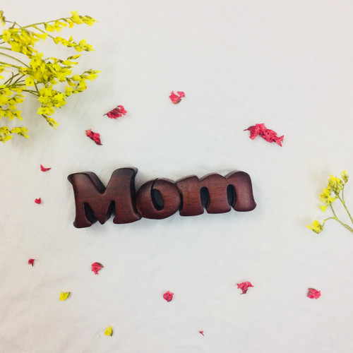 Gỗ trang trí để bàn - Chữ Gỗ Đứng MOM