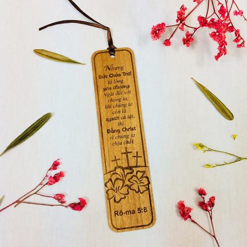Bookmark Gỗ Lớn - Rô-ma 5:8 - BM-GK-L-18