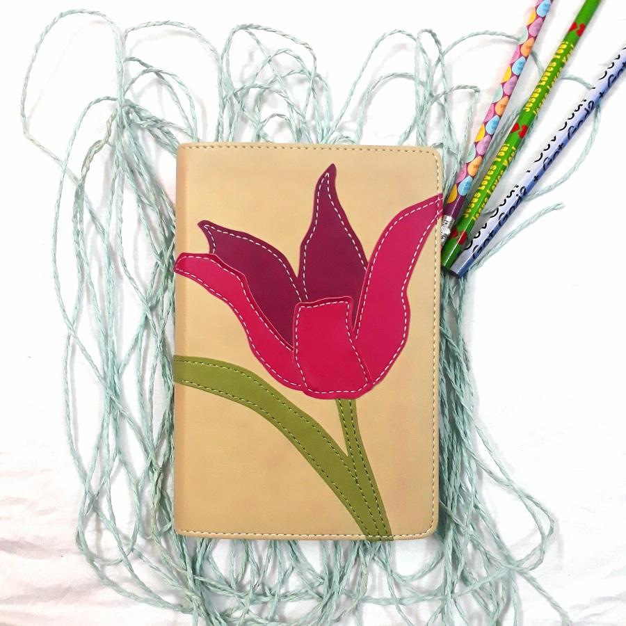 Kinh Thánh Tiếng Anh - Bản  New International Version NIV -  Hoa Tulip Hồng