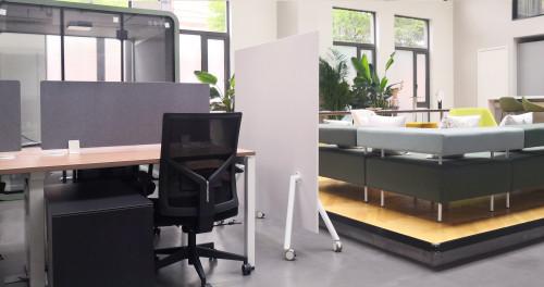 Fríant Shield Freestanding Mobile Markerboard Floor Screen