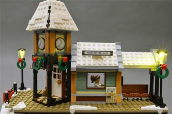 Brickstuff Holiday Street Lamps with Warm White Pico LEDs (Pack of 4) for Winter Village Station / Market / Toy Shop Lego Sets - LEAF01-SLAMPHOL-4PK