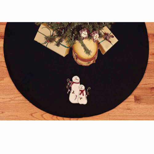 Candy Cane Wishes Black - Barn Red Tree Skirt