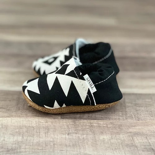 BLACK AND WHITE AZTEC MOCCASINS