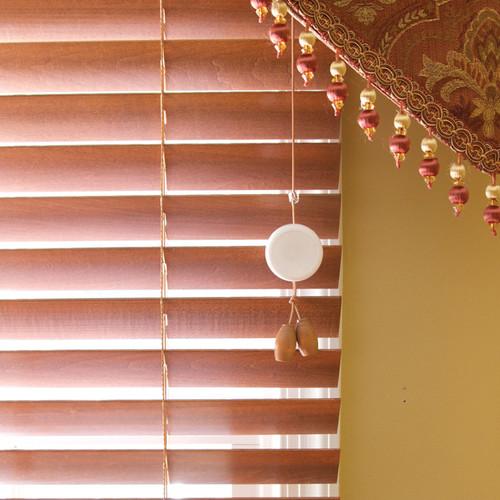 DREAMBABY WHITE PLASTIC CORD WIND-UPS 2 PK