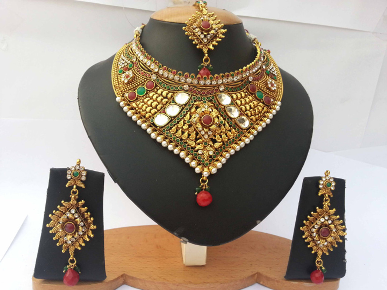 Indian Bollywood Style Ethnic Wedding Necklace With Emerald Gold