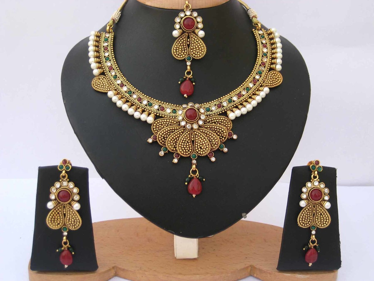 7f473a382813c Indian Bollywood Style designer fashion Pearl Gold Plated polki Jewelry Set