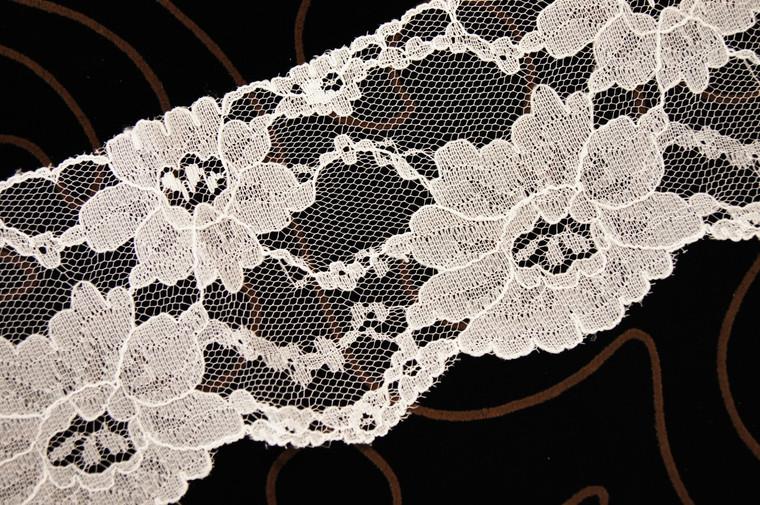 """3 3/4"""" Ivory Big Floral Lace Trim Wholesale"""
