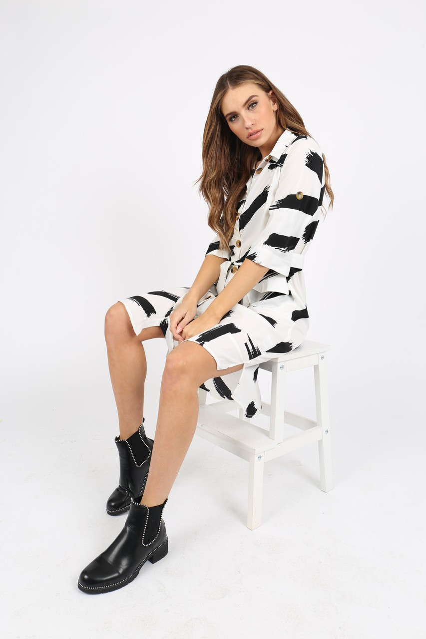 Black/White Abstract Print Midi Shirt Dress With Mock Horn Buttons And Pockets