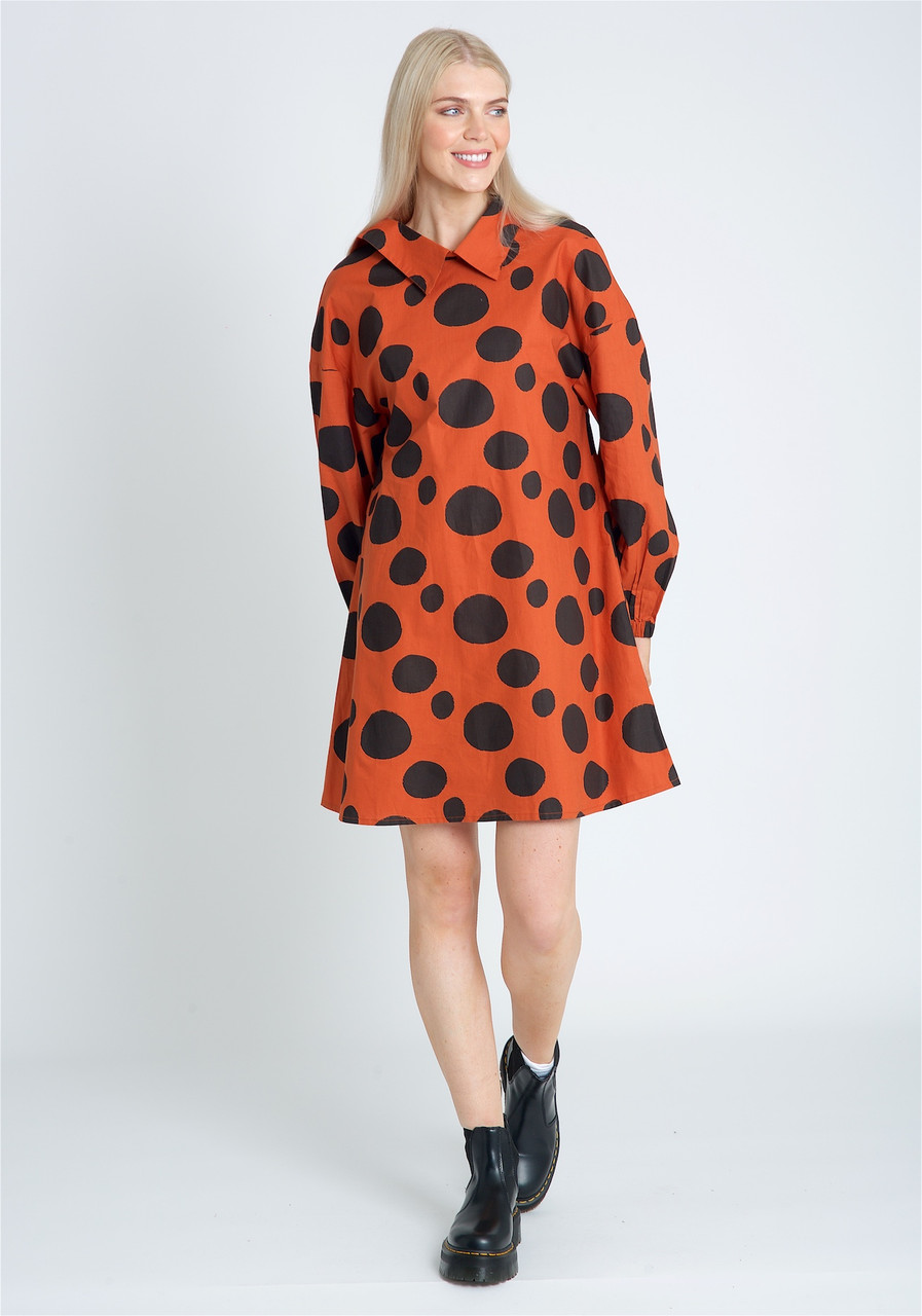 Short Dress With Pointed Collar And Oversized Sleeve