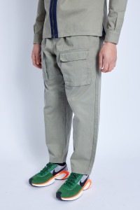 Trouser In Washed Cotton With Seam Detail And Cargo Pockets