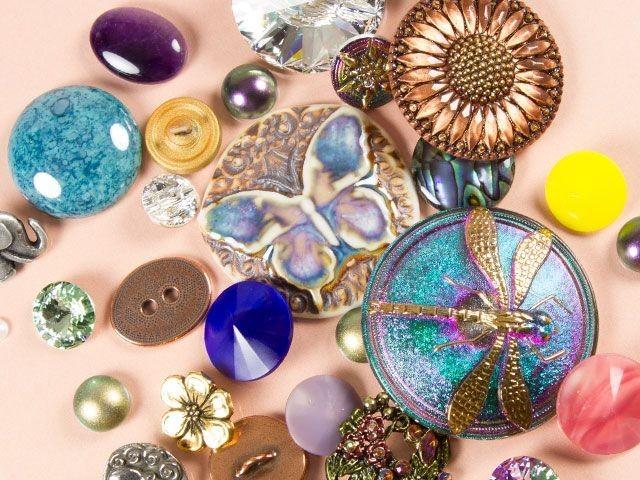 Buttons, Cabochons & Rivolis