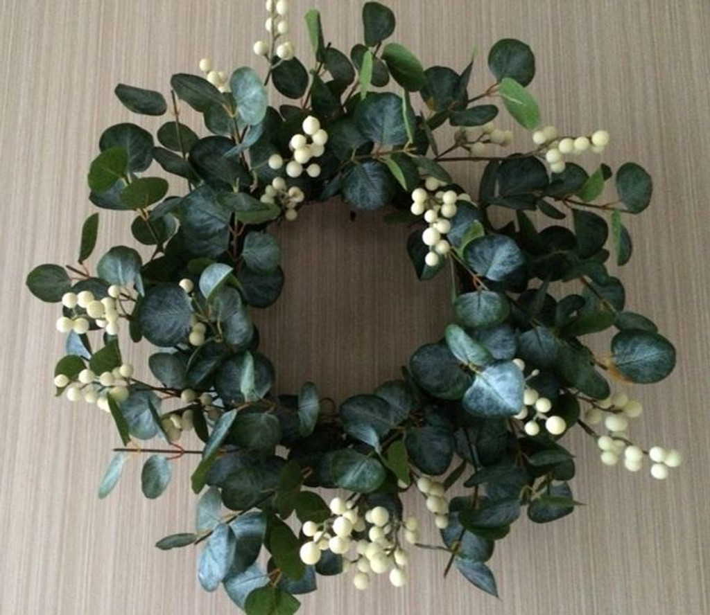 "EUC WHITE BERRY 20"" WREATH"