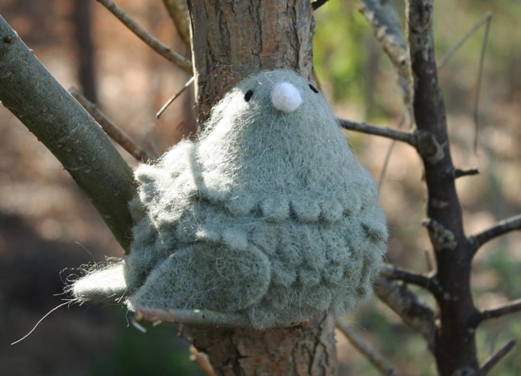 WOOLY BIRD SITTING - GREY