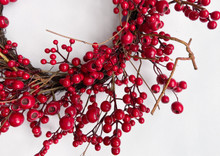 RED BERRY 24 IN WREATH