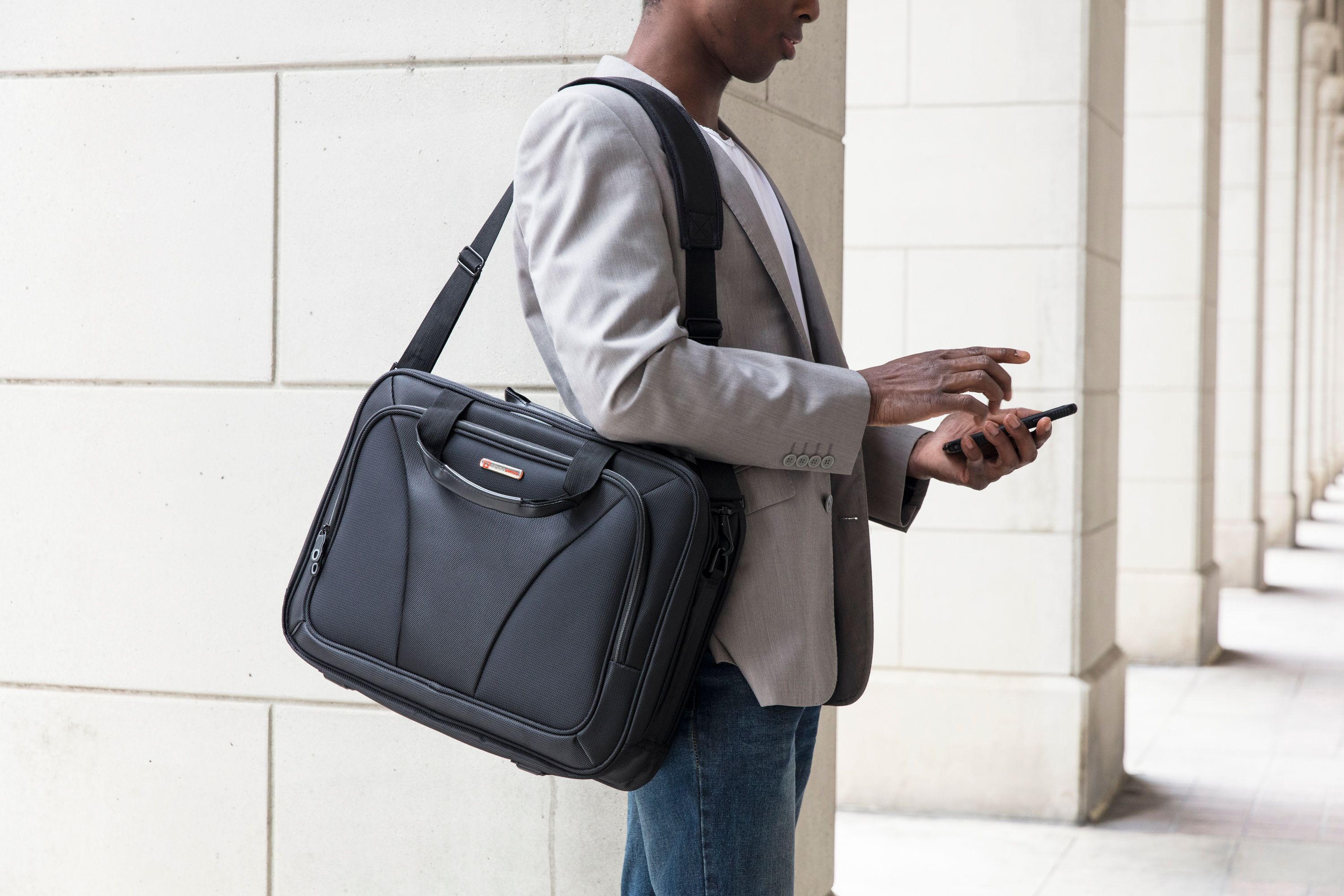 Men's Briefcases vs Backpacks: Which Is the Best For You?