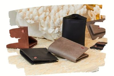 trifold-wallets-3.10.03.jpg