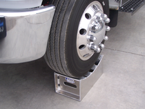 Get your vehicle off the ground with this In The Ditch Aluminum Tire Stand. Its concave design cradles the tire to let you secure the front axle and work more safely.  - Working load limit: 10,000 lbs. | OEM Part Number: ITD1132