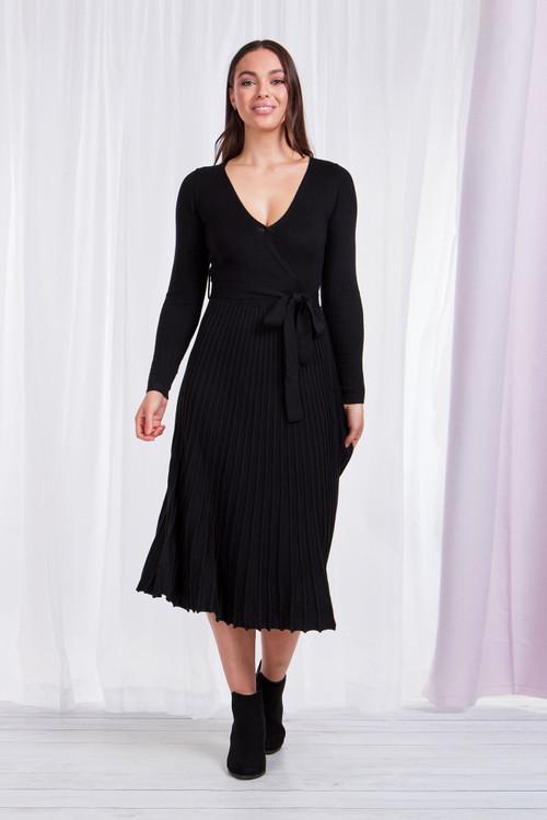 BLACK PLEATED KNIT DRESS