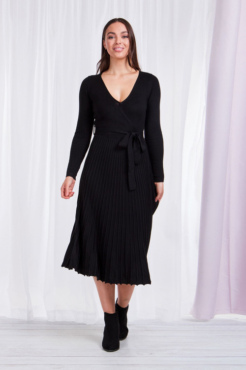 BLACK PLEATED KNIT DRESS