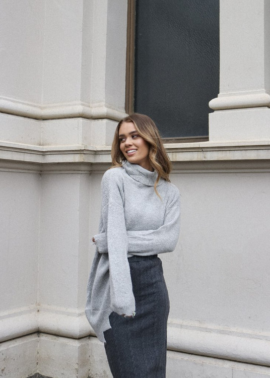 GREY JAGGED HEM JUMPER
