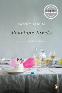 Family Album: A Novel - ISBN: 9780143117872