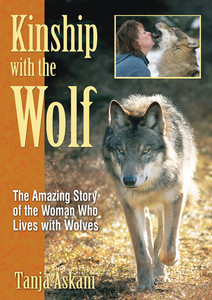Kinship with the Wolf: The Amazing Story of the Woman Who Lives with Wolves - ISBN: 9781594771309