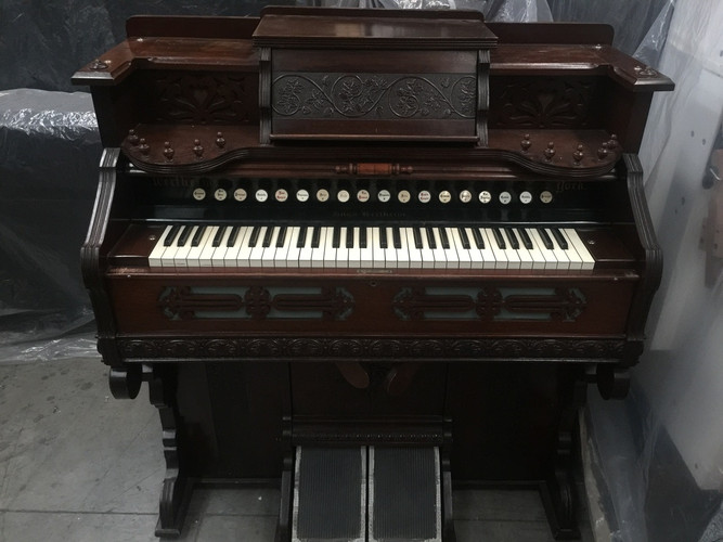 Hugo Wertheim Pump organ ......  Plays like new !!!!