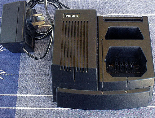 Philips Simoco PRX7001 Twin battery/transceiver charger