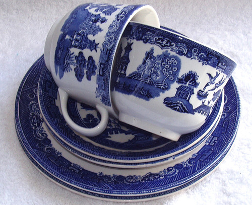 Classic Johnson Brothers Blue Willow Trio Tea set for two