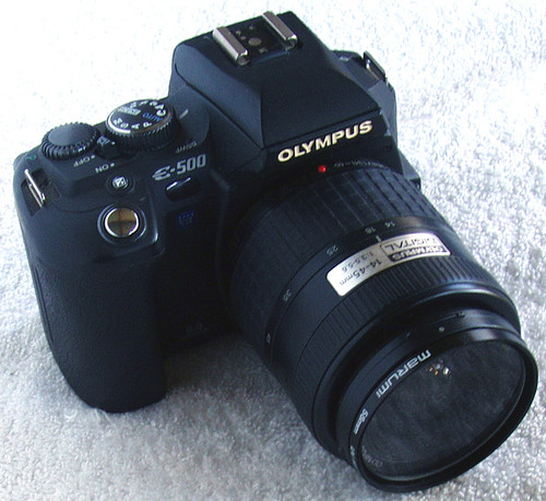 OLYMPUS DSLR Camera E-500 With Zuiko 14 ~ 45mm Lens (AS IS)
