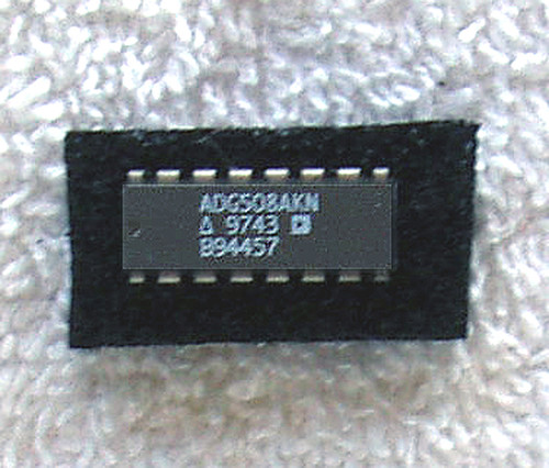 ANALOG DEVICES ADG508AKN (Eight Channel Analog Multiplexers) NOS