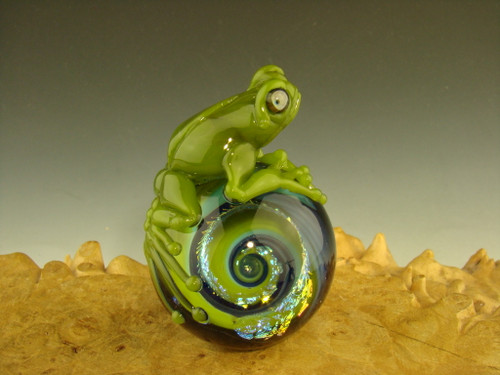 Frog on a Dichroic Vortex Marble Sculpture figurine by Eli Mazet