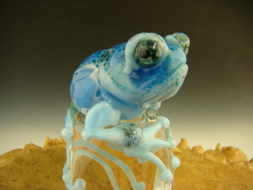 Glass frog Chillin on Ice Sculpture By Mazet