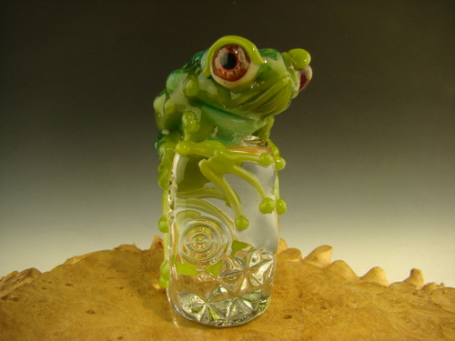 Glass Frog on Ice sculpture figurine by Eli Mazet