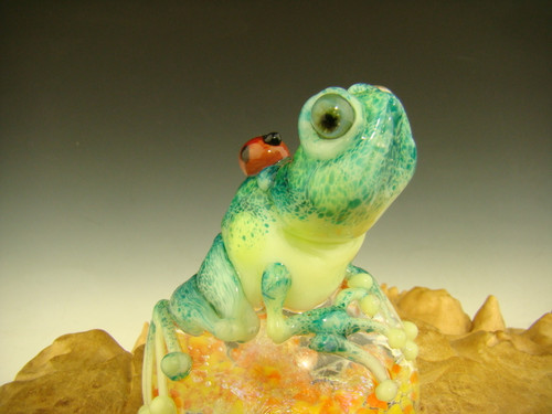 Glass Art Frog and ladybug Paperweight by Mazet Lampwork sculpture VGW