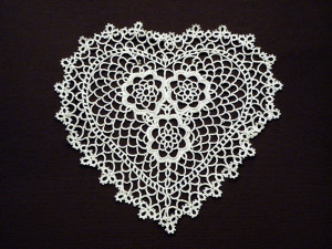 Fennco Styles Handmade All-over Tatting Lace Heart Shape Doily 100% Cotton