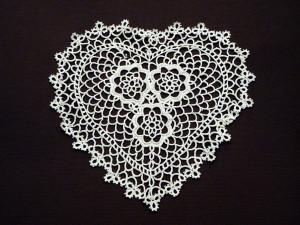 Fennco Styles Handmade All-over Tatting Lace Heart Shape Doily 100% Cotton