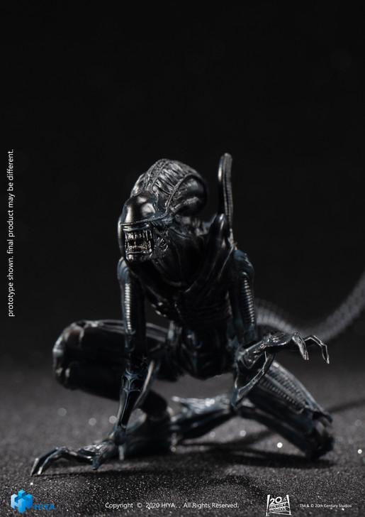 Hiya Alien crouching Alien Warrior 1/18th scale Action Figure
